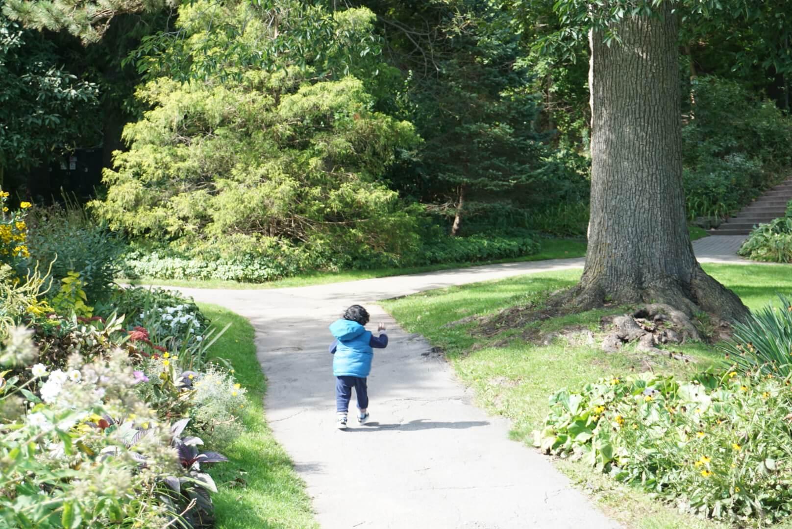 Toddler at Niagara Botanical Gardens.