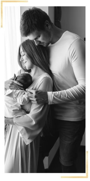 newborn photography session to give as unique gift for baby shower